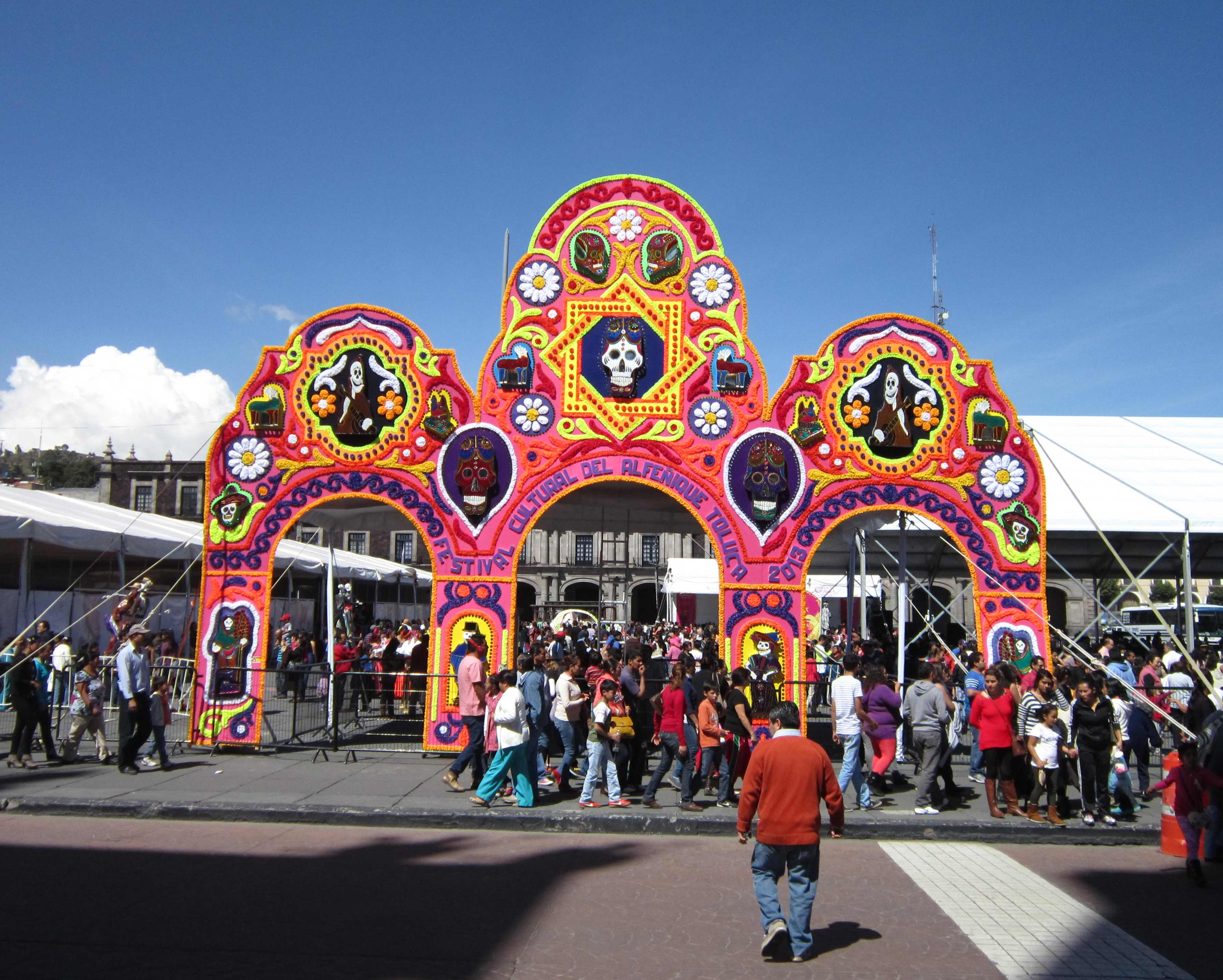 the day of the dead in mexico Day of the dead (known as día de muertos in spanish) is celebrated in mexico between october 31st and november 2nd on this holiday, mexicans remember and honor their deceased loved ones on this holiday, mexicans remember and honor their deceased loved ones.